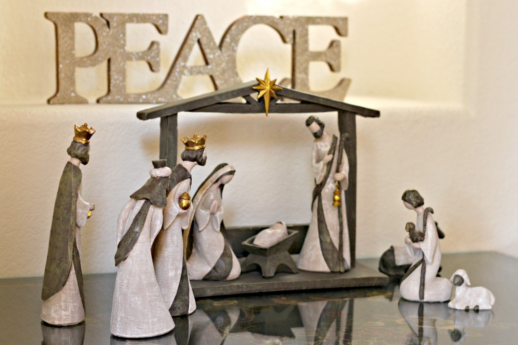 holiday-home-tour-nativity