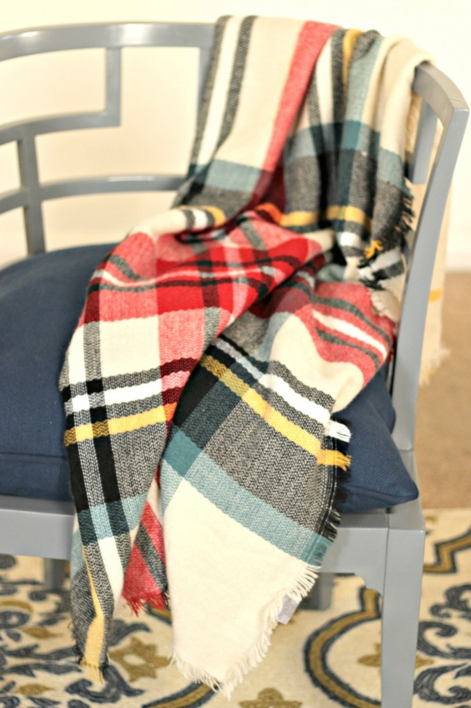 thrifty-christmas-decorating-blanket