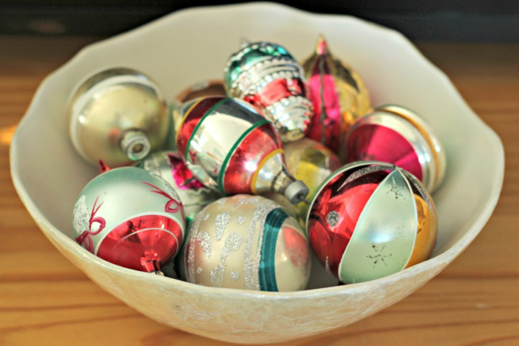 thrifty-christmas-decorating-bowl-of-ornaments