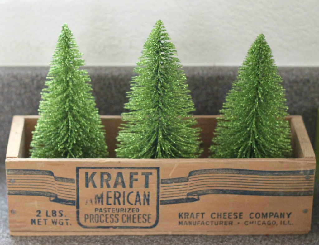 thrifty-christmas-decorating-cheese-box