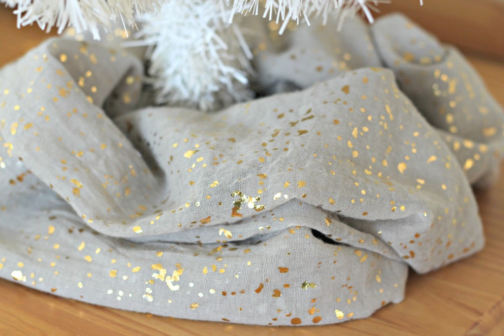thrifty-christmas-decorating-gray-scarf