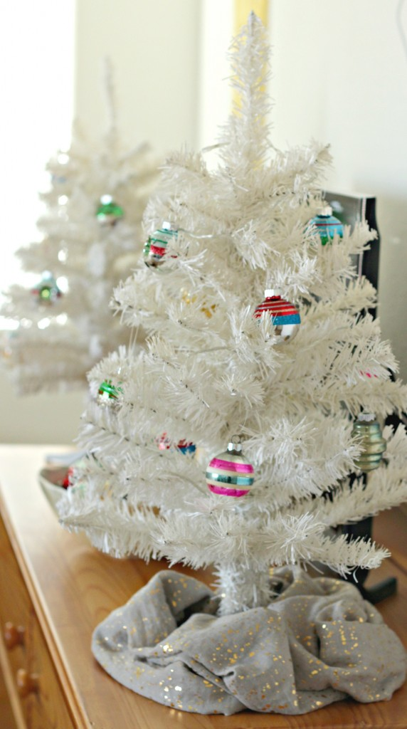 thrifty-christmas-decorating-mini-trees