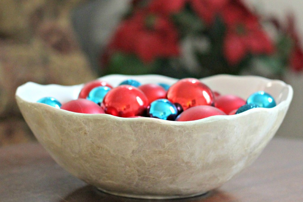thrifty-christmas-decorating-ornament-bowl