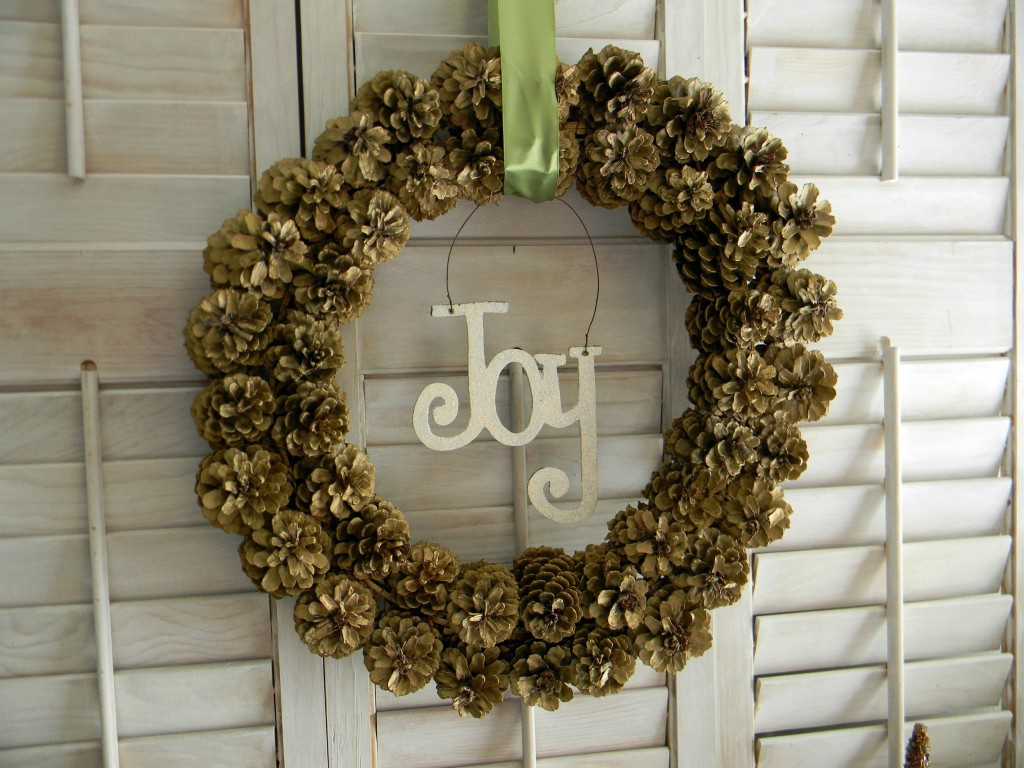 thrifty-christmas-decorating-pinecone-wreath