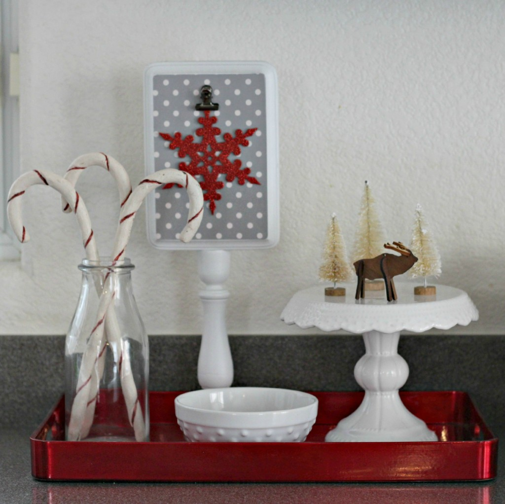 thrifty-christmas-decorating-red-tray