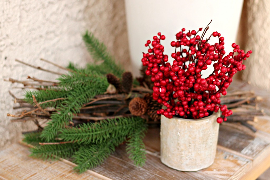 welcome-christmas-front-porch-berries-on-bench