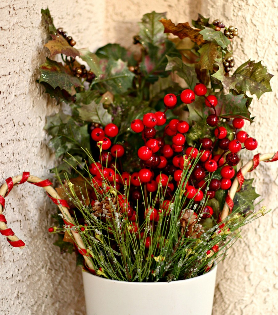 welcome-christmas-front-porch-greenery