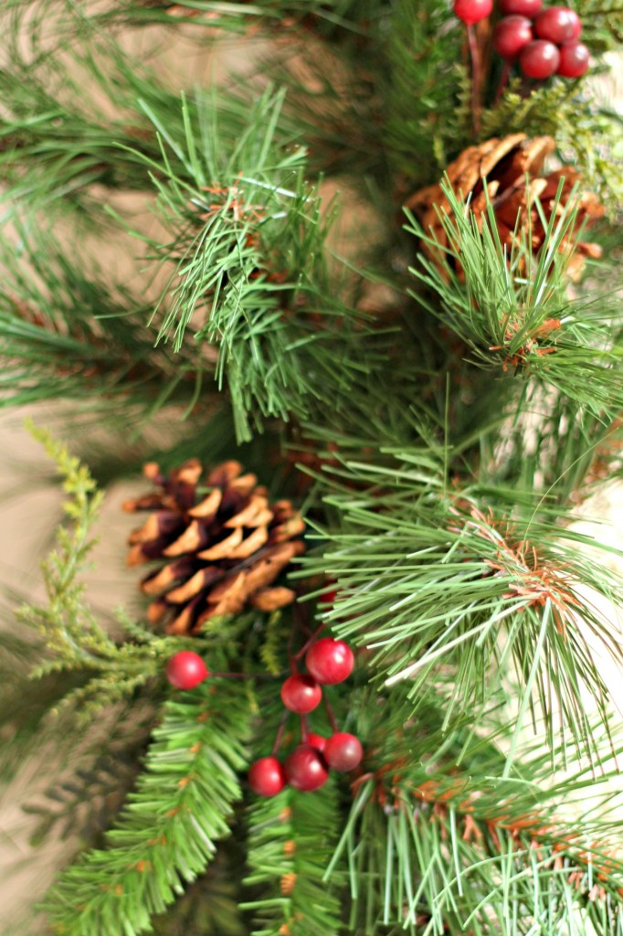 welcome-christmas-front-porch-pine-garland