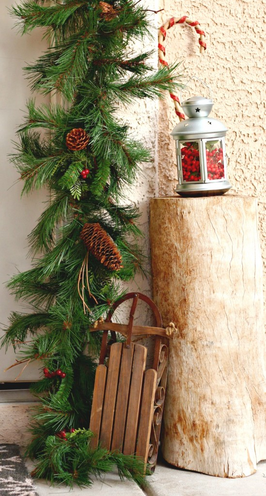 welcome-christmas-front-porch-tree-stump