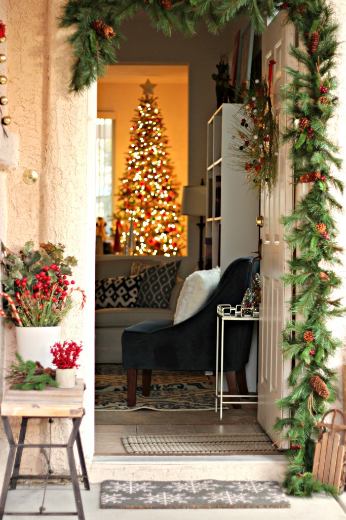 welcome-christmas-front-porch-outside-and-in