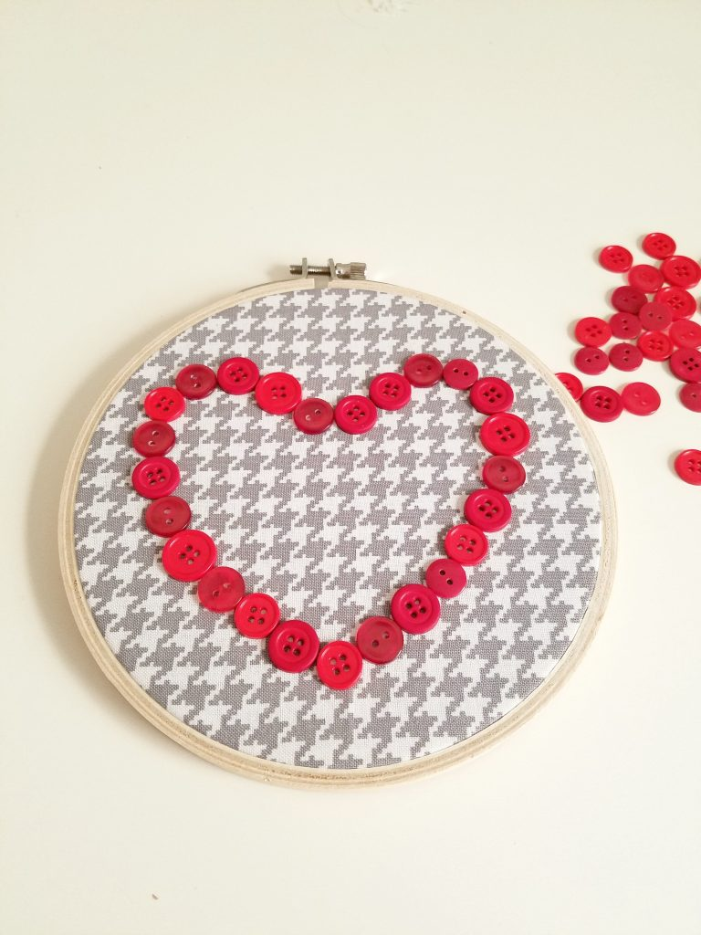 Button Heart outline
