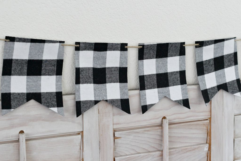 Pumpkins and Plaid mantel banner