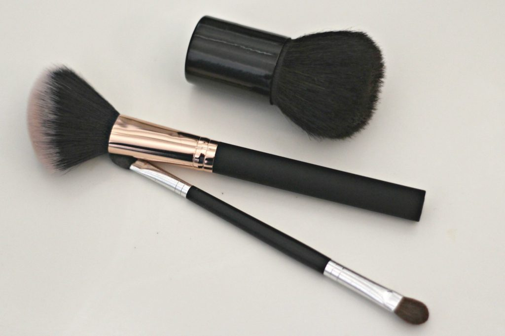 March declutter make up brushes